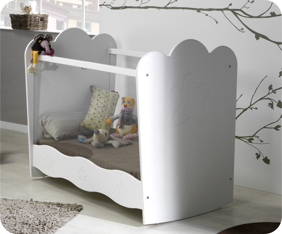 habitaci n beb blanca cuna tiene laterales de plexigl s linea. Black Bedroom Furniture Sets. Home Design Ideas