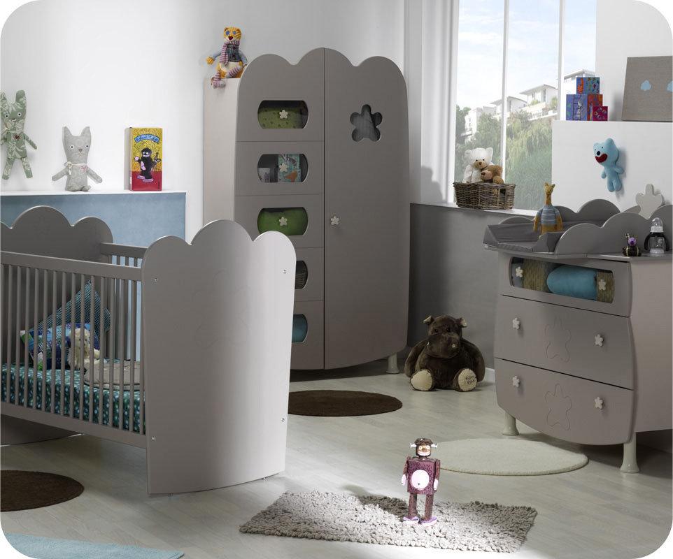 Habitaci n beb lino cuna con barrotes armario y c moda for Habitacion completa bebe boy