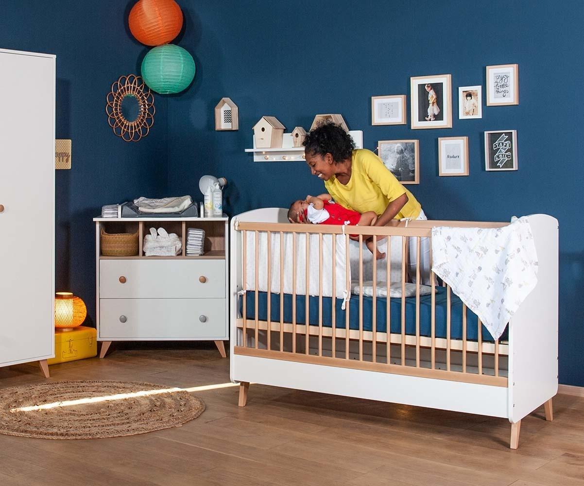 Habitación de bebé de fabricación ecológica color blanco-abedul