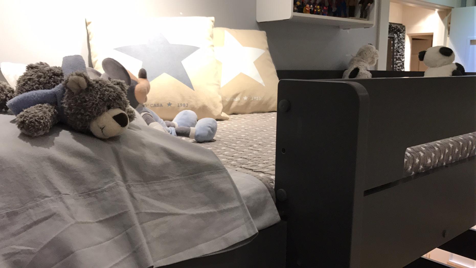 Litera juvenil MILO, color gris antracita con cama nido